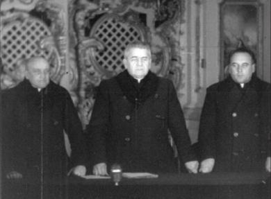 Президія – А.Пельвецький, Г.Костельник та М.Мельник. 8 березня 1946 року